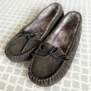 🆕 Minnetonka Britt Trapper Slipper Moccasin Gray